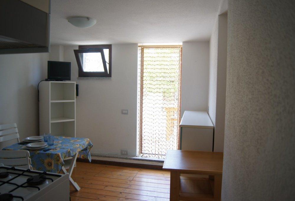 Appartamenti sul mare agrustos porto ottiolu prenota for Appartamenti barcellona sul mare