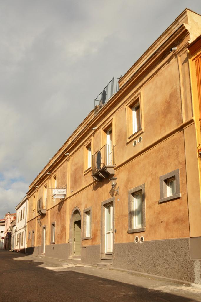 Hotel maison tresnuraghes via cagliari tresnuraghes for Hotel maison