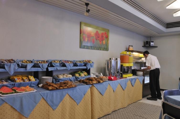 Buffet Italiano Cagliari : Best western hotel residence italia quartu santelena sardinien